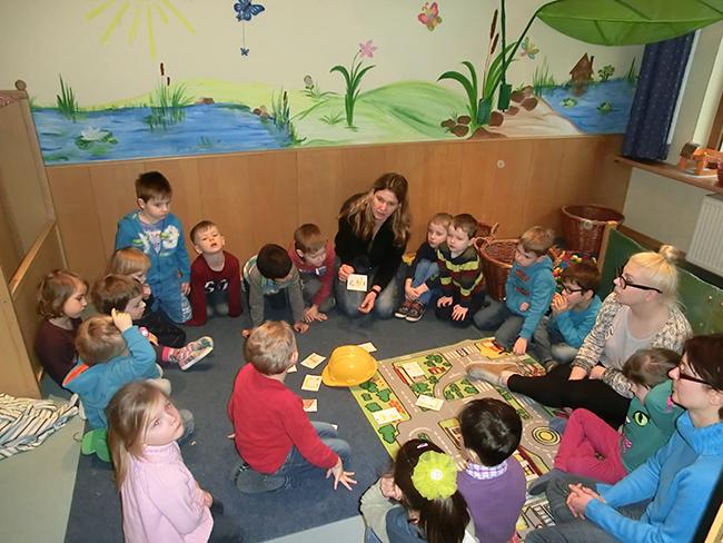 """Die Kinder machen sich Gedanken über """"ihre"""" Baustelle..."""