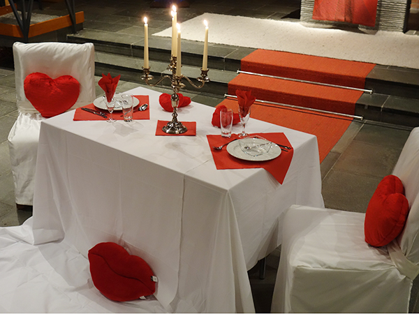 Candlelight-Dinner in der Kirche